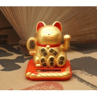 Счастливый кот Манэки Нэко на солнечной батарейке Золотой