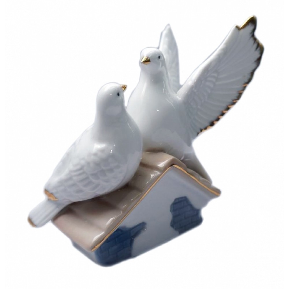 Статуэтка Голуби пара на домике фаянс