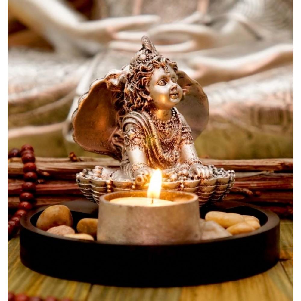 Статуэтка Кришна в раковине с подсвечником в серебряном цвете 11.5 см