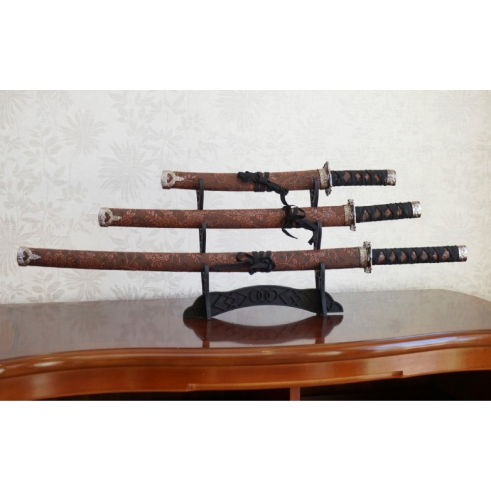 Набор из трёх самурайских мечей на подставке №1